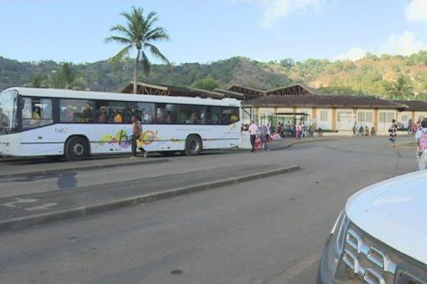 Caillassage bus scolaires