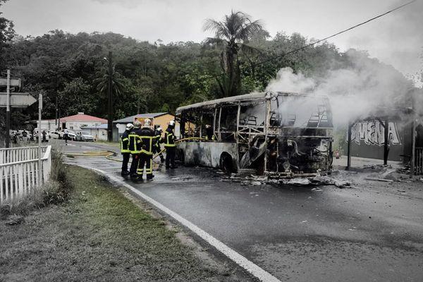 Incendie de bus au Gosier 07/04/2021