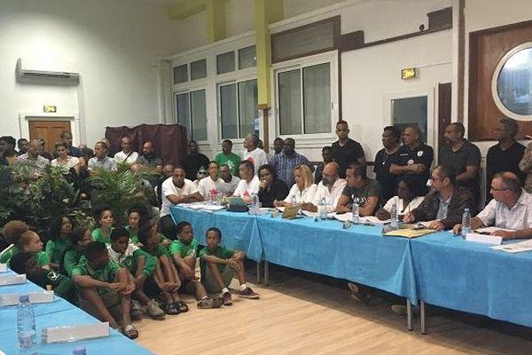 Les footballeurs de Saint-louisienne sont entrés dans le conseil municipal.