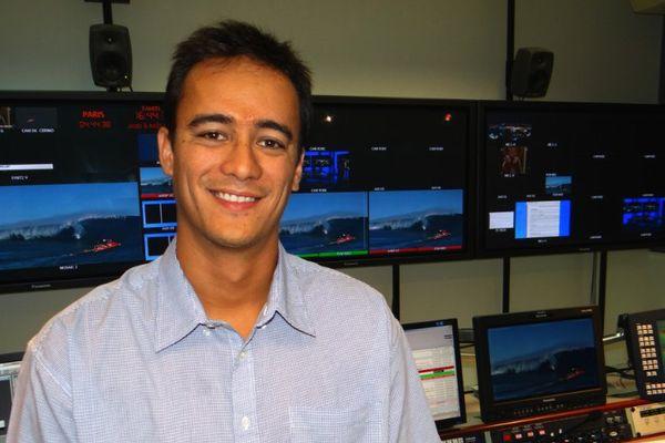 Maruki Dury aux commandes de la Billabong Pro Tahiti sur Polynésie 1ère TV, radio, internet