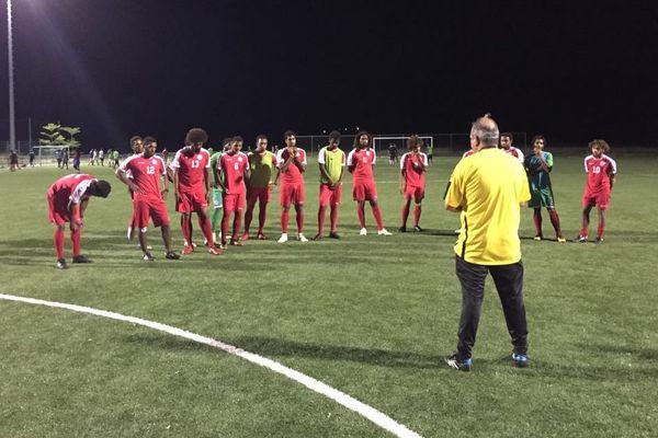 La sélection réunie au CTE de Païta avant le départ pour Fidji