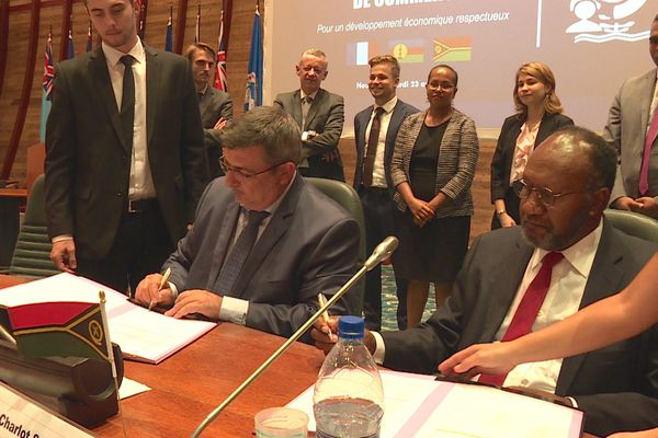 Signature de l'accord de commerce Calédonie-Vanuatu: 23 avril 2019, à la CPS