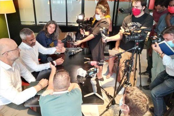 """Les avocats des candidats des """"Vacances des Anges de la téléréalité"""" ont tenu une conférence de presse, ce jeudi 14 janvier."""