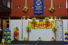 Le centre de dons du téléthon dans l'atrium de Guyane 1ère