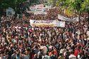 Archives d'Outre-mer - 23 mai 1998 : plusieurs milliers de personnes défilent en silence à Paris