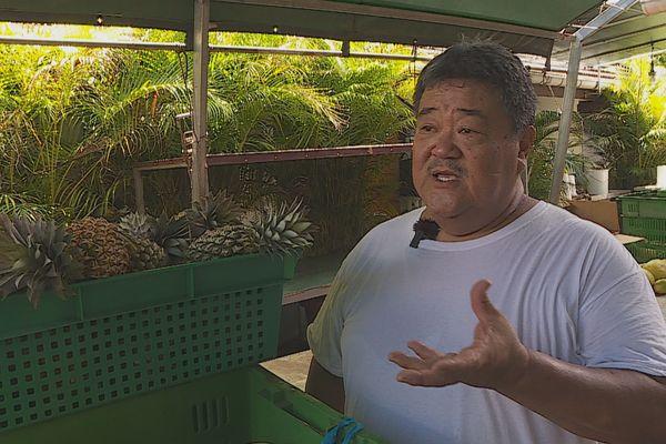 A Moorea Paul Yuen récolte les fruits de son labeur et les vend à Tahiti