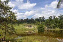 Une maison en bois de la ville de Cupixi, vue depuis la voie rapide BR-210, dans la région brésilienne de l'Amapa, le 15 octobre 2018 (image d'illustration).