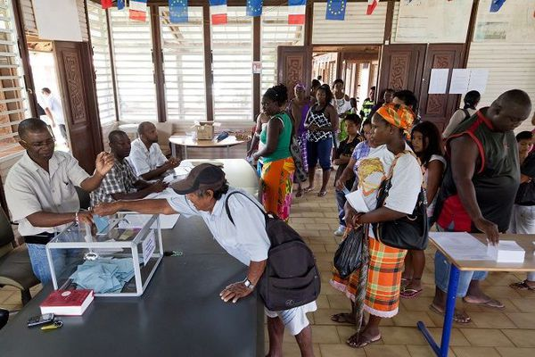 Vote à Maripasoula en 2012
