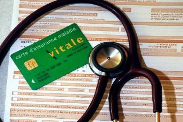 Santé : feuille de soins et stétoscope