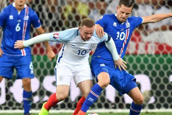 Wayne Rooney (10) et l'Angleterre n'ont pas réussi à passer l'obstacle islandais.