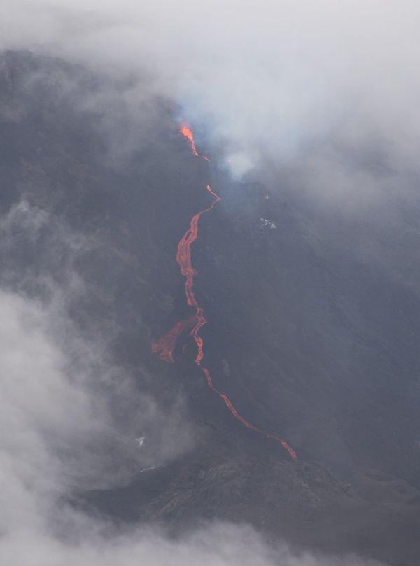 Eruption au 5 fev 2015 3