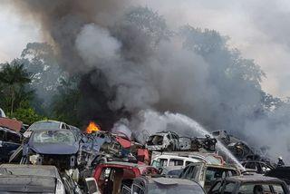 Les pompiers en action à la casse de la zone Collery
