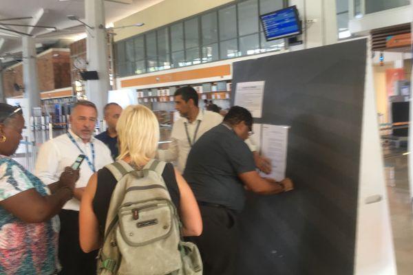 Les passagers de XL Airways en rade à l'aéroport de Gillot.