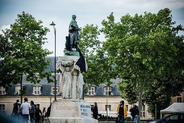Statue du maréchal Gallieni à paris dans le 7e arrondissement