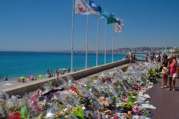 Attentat de Nice : un mois après, hommage et solidarité pour les victimes