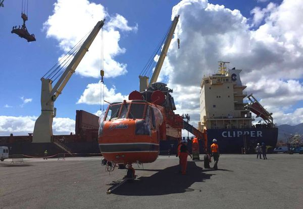 hélicoptère de transport Sikorsky Skycraneau port de Nouméa 21 août 2017