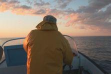Chaque matin, très tôt, Joseph Admond prend le large pour aller pêcher le saumon et la morue