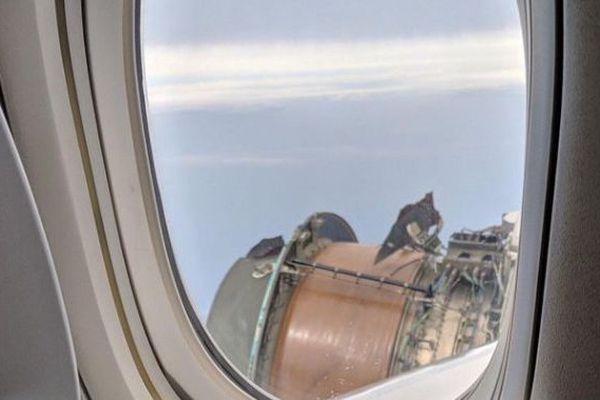 United airlines sans réacteur au dessus de Hawaï