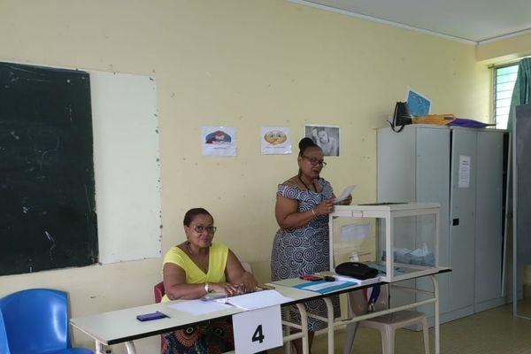 Vote dans un bureau à Saint Claude