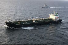 La marine vénézuélienne escorte le  pétrolier iranien au port d'El Palito.
