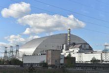 Vue générale de la centrale de Tchernobyl en Ukraine, avec son arche en acier inoxydable couvrant le réacteur numéro 4