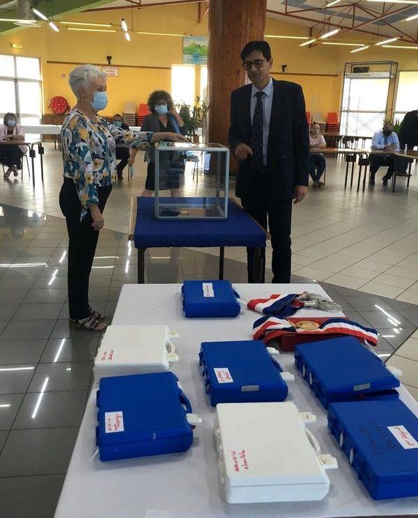 élections municipales investiture maire Entre-Deux Bachil Valy conseil municipal d'installation 230520