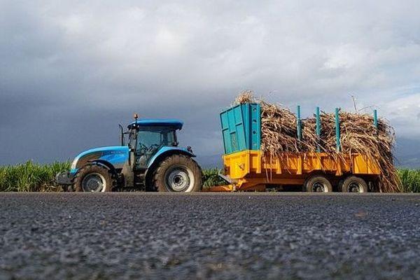 tracteur cannes Bois Rouge 250718