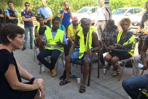 J14 gilets jaunes echanges avec ministre sous prefecture saint-paul 301118