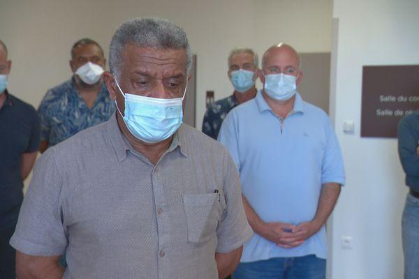 Une délégation du gouvernement calédonien s'est rendue au Médipôle, le 19 septembre 2021. Louis Mapou au premier plan