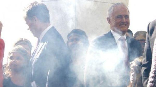 Le Premier ministre, Malcolm Turnbull, et le chef de file de l'opposition, Bill Shorten, lors de la cérémonie de la fumée.