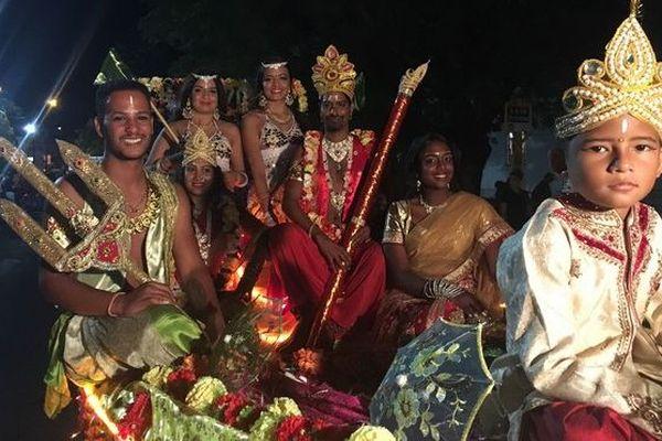 Défilé de nouvel an tamoul à Sainte-Suzanne