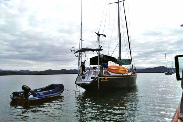 Suavetage du voilier échoué Kerzo, à Ouano, mars 2021, cyclone Niran
