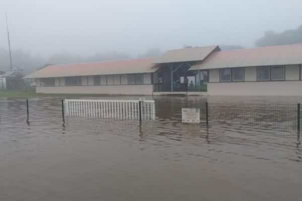Ecole inondée à Grand Santi