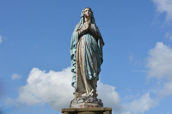 La statue de la Vierge