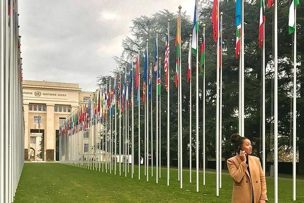 Lindsay Walpole devant l'ONU à Genève