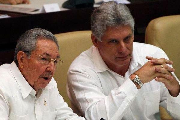 Raul Castro et Miguel Diaz-Canel