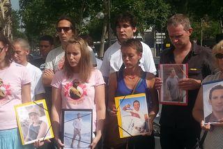 Rassemblement des proches de victimes d'attaques de requins à Paris