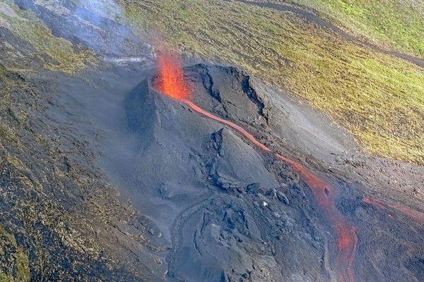 Volcan Fournaise cône piton Fréri 221119