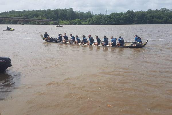Une équipe au départ Marathon du Fleuve mai 2019