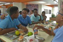 Les élèves du collège Belle Étoile à Saint-Joseph avant les épreuves du Brevet