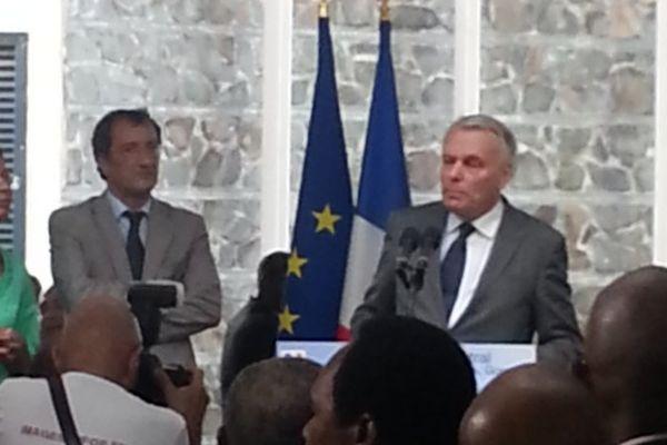 Jean-Marc Ayrault au commissariat des Abymes.jpeg