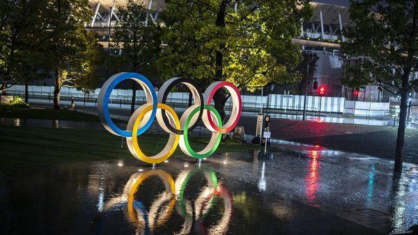 Les anneaux olympiques à Tokyo.