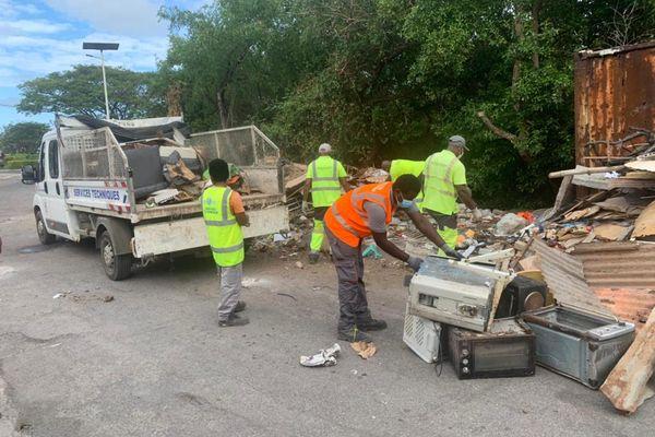 Nettoyage vasière des Badamiers journée internationale conservation écosystème mangrove