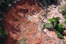 L'un des 2 sites alluvionnaires démantelés le 10 juillet  par les gendarmes et les Forces Armées de Guyane lors d'une mission fluviale et terrestre dans le Parc Amazonien.