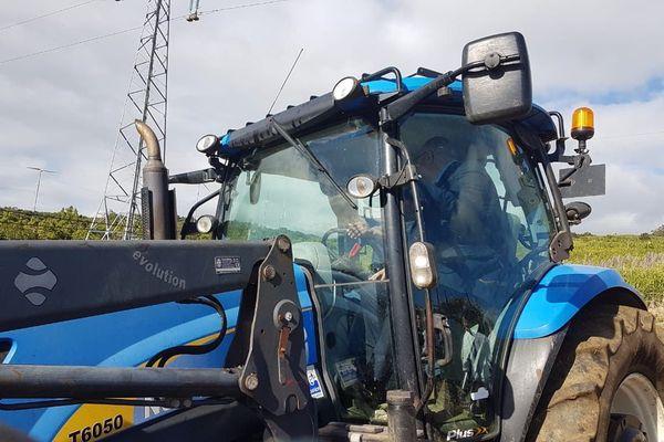 20180711-09 - Stéphane Travert, ministre de l'Agriculture et de l'Alimentation dans un tracteur
