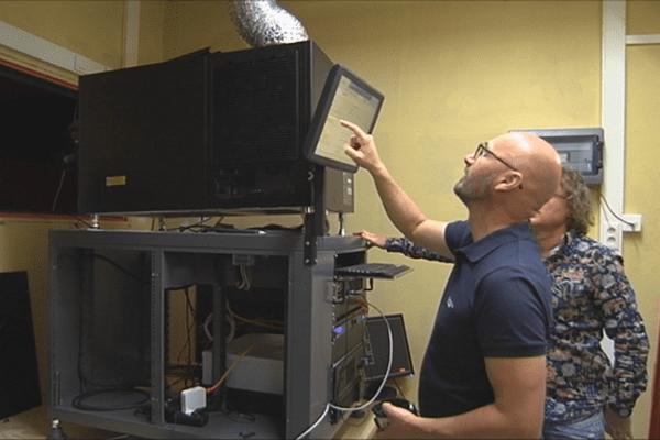 Installation du projecteur numérique au CCS