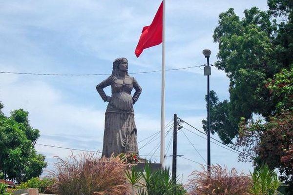 Statue mulâtresse Solitude aux Abymes en Guadeloupe