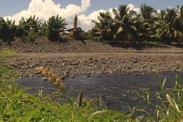Extractions de la Taharuu : Ia Ora Taharuu et le maire contre le transfert