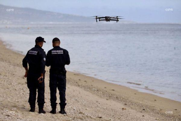 Les gendarmes déployés sur les plages de l'Ouest pour faire respecte le confinement.