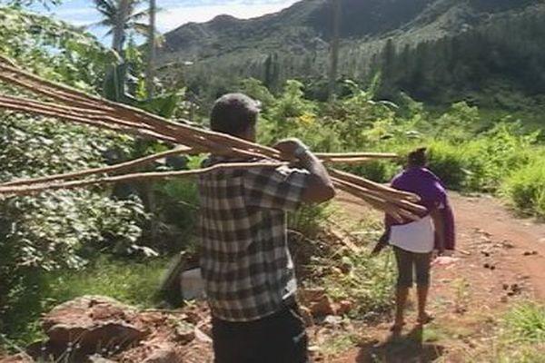 Capture épisode 1 feuilleton Retour à Houaïlou : Gouareu famille Poëdi aux champs juillet 2017